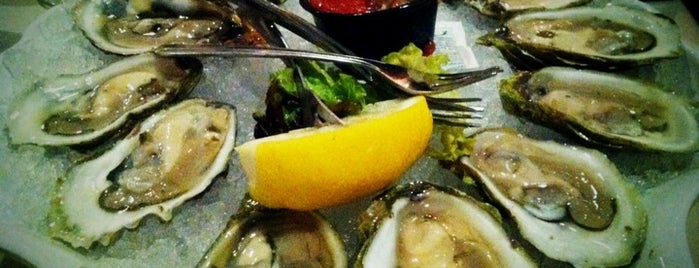 Van Rensselaer's Restaurant and Raw Bar is one of Cape cod.