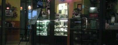 Kelly's Coffee is one of Orte, die Aaliyah gefallen.