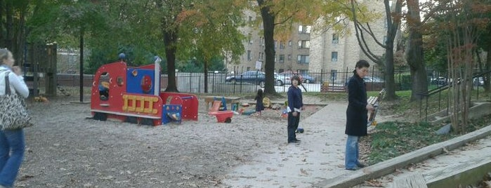 Forest Hills Playground is one of Locais curtidos por Erin.