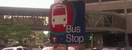 94D Bus Stop - 6th & 2nd is one of Orte, die Brooke gefallen.