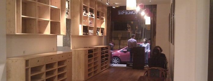 Willi's Wine Bar is one of Paris by wineさんのお気に入りスポット.