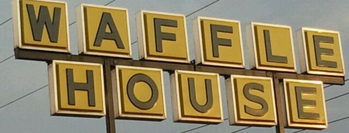 Waffle House is one of Lugares favoritos de Tyler.