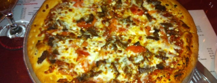 Mom's Pizza is one of District of  Pizza.
