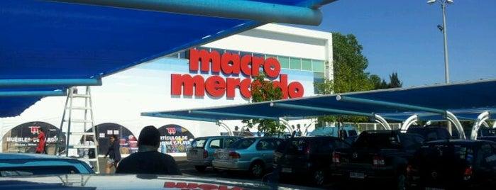 Macro Mercado is one of Locais curtidos por Santiago.