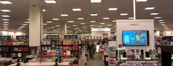 Barnes & Noble is one of Tempat yang Disukai Step.