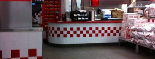 Five Guys is one of Locais curtidos por Jason.