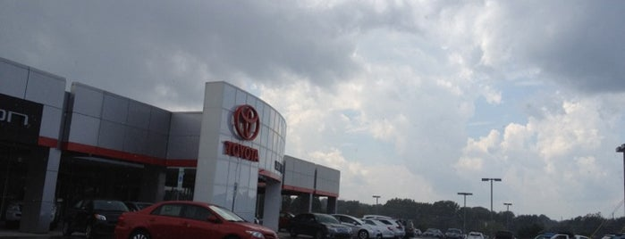 Vann York Toyota is one of Lugares favoritos de Katrina.