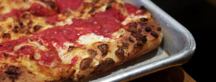 Adrienne's Pizza Bar is one of NYC: FiDi Luncher.