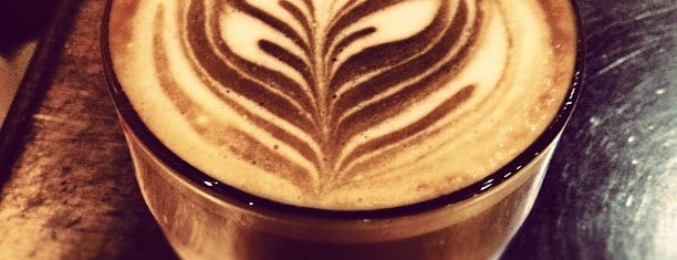 Costa Coffee is one of Locais curtidos por Rosie.