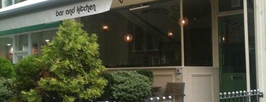 The Oval Lounge bar & kitchen is one of Ian'ın Beğendiği Mekanlar.