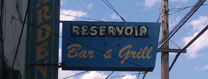 Reservoir Bar & Grill is one of Seattle Happy Hours.