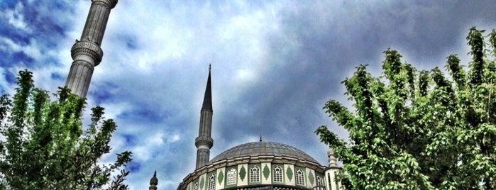 Şirinevler Ulu Camii is one of Posti che sono piaciuti a Güçlü.