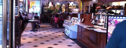 Corner Bakery Cafe - Temporarily Closed is one of Tempat yang Disukai Gardenia.