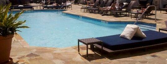 Rooftop Pool is one of Lugares guardados de 🦁.