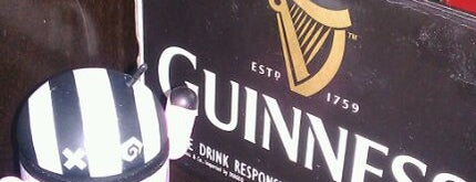 Donovan's Irish Pub is one of Tempat yang Disukai Jennifer.