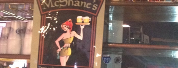 McShane's Pub & Whiskey Bar is one of Lieux qui ont plu à Nina.