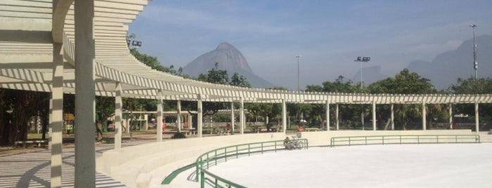 Parque dos Patins is one of Meus lugares favoritos no mundo!.
