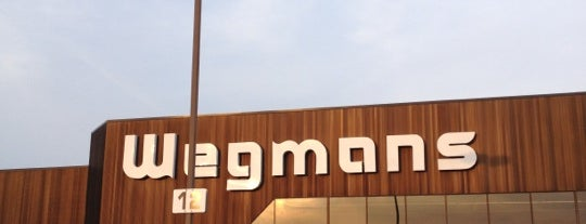 Wegmans is one of Lugares favoritos de Stefanie.