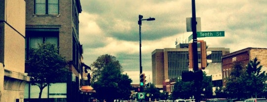 Downtown Lawrence is one of สถานที่ที่ Charles ถูกใจ.