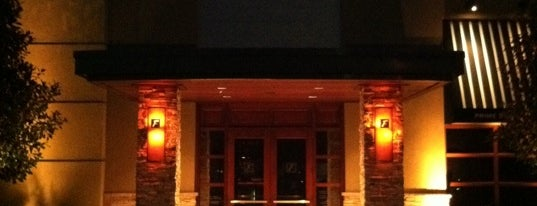 Fleming's Prime Steakhouse & Wine Bar is one of Posti che sono piaciuti a Sabrina.