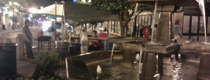 Lincoln Square Fountain is one of Ferris Bueller's Day Off.