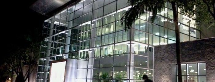 Biblioteca Central is one of Gespeicherte Orte von Raquel.