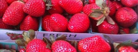 """California Ave Farmers' Market is one of The Perfect """"Mom-in-Town"""" Activities (Bay Area)."""