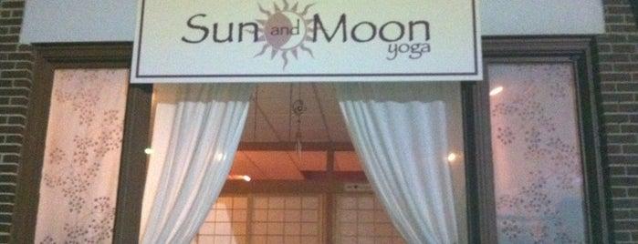 Sun And Moon Yoga is one of Orte, die Jennifer gefallen.