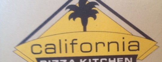 California Pizza Kitchen is one of Lugares favoritos de Andres.
