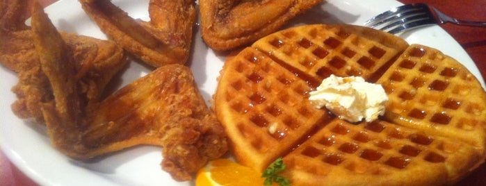 Gladys Knight's Signature Chicken & Waffles is one of Adamさんの保存済みスポット.