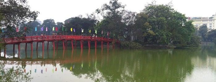 Cầu Thê Húc (The Huc Bridge) is one of Lieux qui ont plu à LindaDT.