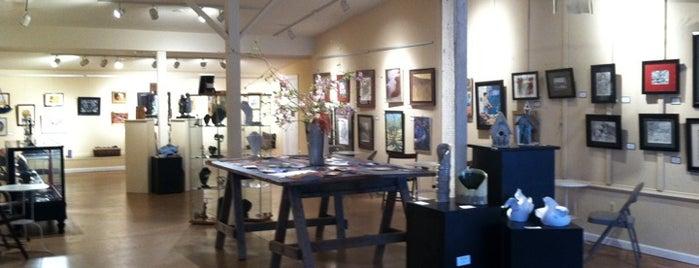 Arts By The Bay is one of Posti che sono piaciuti a Debbi.
