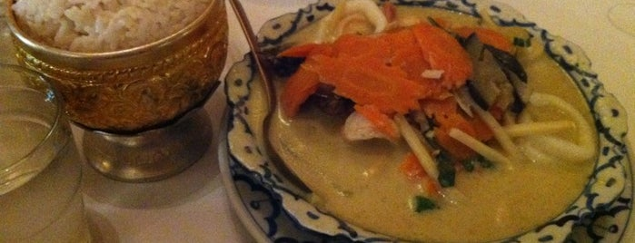 Piyawat Thai Restaurant is one of สถานที่ที่ Aimie ถูกใจ.