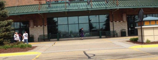 Fox River Mall is one of C'ın Beğendiği Mekanlar.