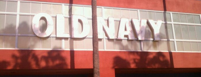 Old Navy is one of Tempat yang Disukai Ana.