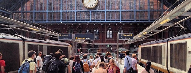 London St Pancras Eurostar Terminal is one of Lugares favoritos de John.