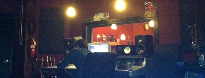 Pin Up Studios is one of Tempat yang Disukai Chrissy.