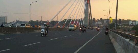 Jembatan Layang Pasupati is one of Bandung Tourism: Parijs Van Java.