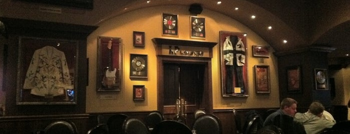 Hard Rock Cafe Munich is one of Tempat yang Disukai Fatih.