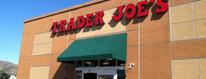 Trader Joe's is one of Lugares favoritos de Karen.