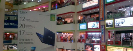 Funan DigitaLife Mall is one of FindYourWayInSG Singapore Top Visits.