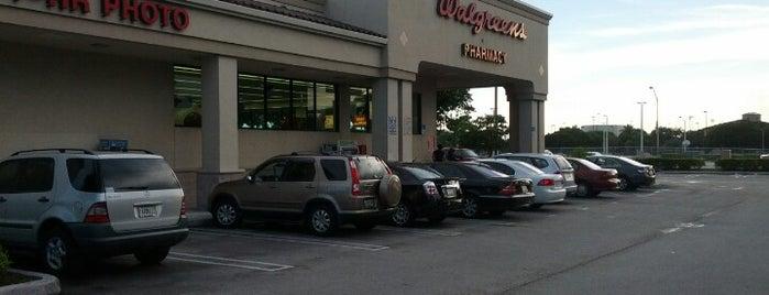 Walgreens is one of Locais salvos de Gus.