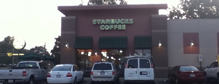 Starbucks is one of Lieux sauvegardés par JULIE.