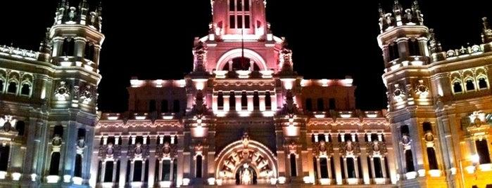 Plaza de Cibeles is one of Madrid Weekender.