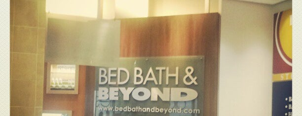 Bed Bath & Beyond is one of Lugares favoritos de Emily.