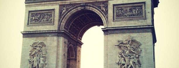 Arco de Triunfo is one of Paris.