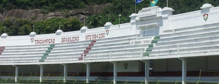Estádio Manoel Schwartz (Estádio das Laranjeiras) is one of สถานที่ที่ Dade ถูกใจ.
