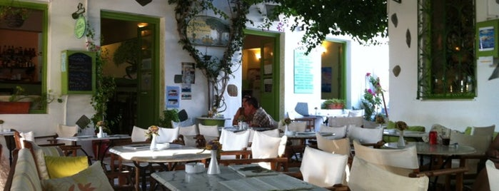 Distrato Cafe is one of Paros.
