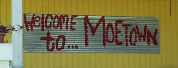 Moe's Original BBQ is one of Lieux qui ont plu à Tino.