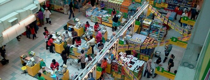 Giant Superstore is one of สถานที่ที่ Aishah ถูกใจ.